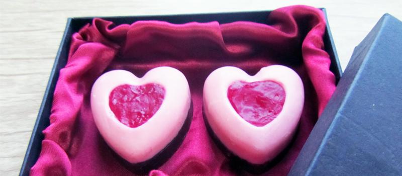 طرز تهیه شکلات دو رنگ قلب