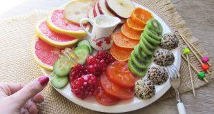 سالاد میوه با کینوا اسکوپی