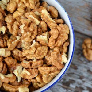 shutterstock_396484462-walnuts-adelart