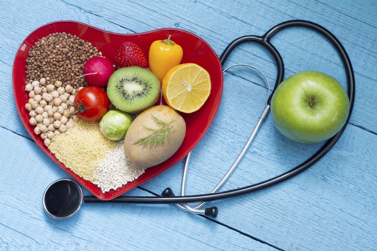 چه غذاهایی کلسترول خون را پائین می آورند؟