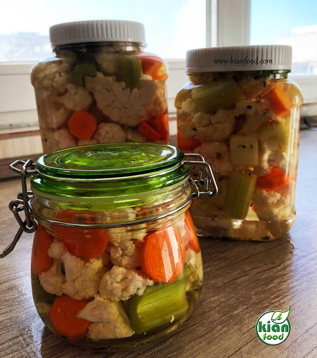 طرز تهیه شور گل کلم و هویج و کرفس