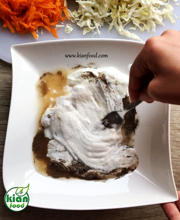 طرز تهیه سالاد کلم سفید و هویج با سس شیرین